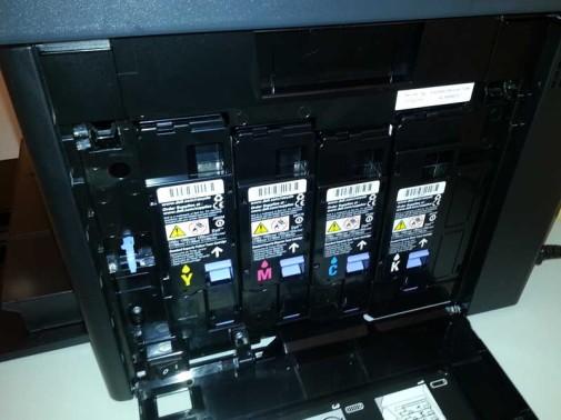 Seitenansicht des Dell C1765nfw Laserdrucker